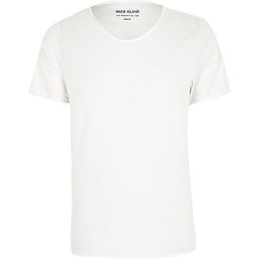 T-shirt blanc à col échancré en V et coupe cintrée