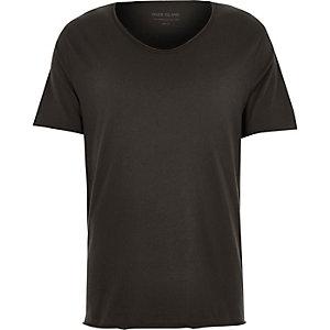 T-shirt noir à col échancré en V et coupe cintrée
