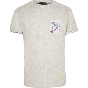 Ecru palm tree print pocket t-shirt