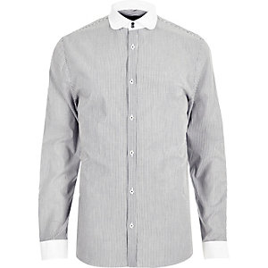 White stripe penny collar shirt