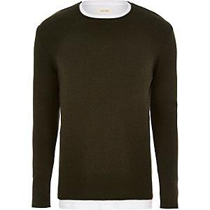 Langer, dunkelgrüner Pullover im Lagen-Look