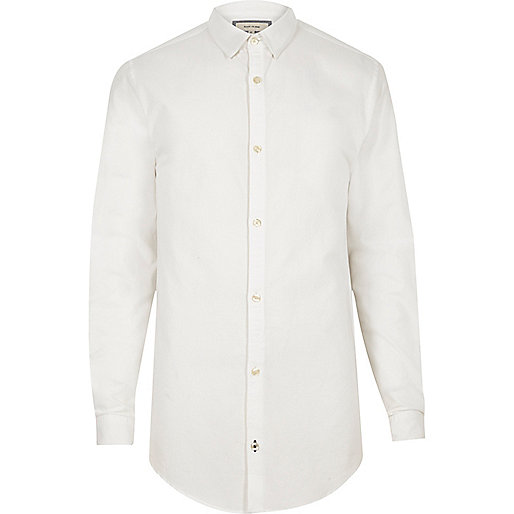 Langes, weißes Oxford-Hemd