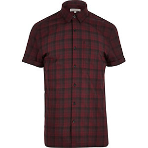 Red checked short sleeve shirt