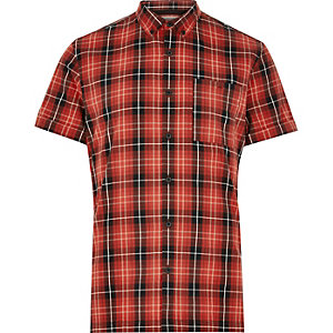 Rotes, kariertes Oxford-Hemd mit kurzen Ärmeln
