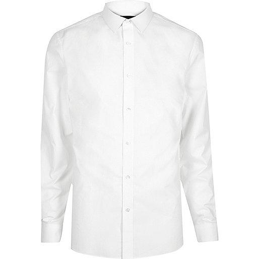 Weißes, schmales Hemd