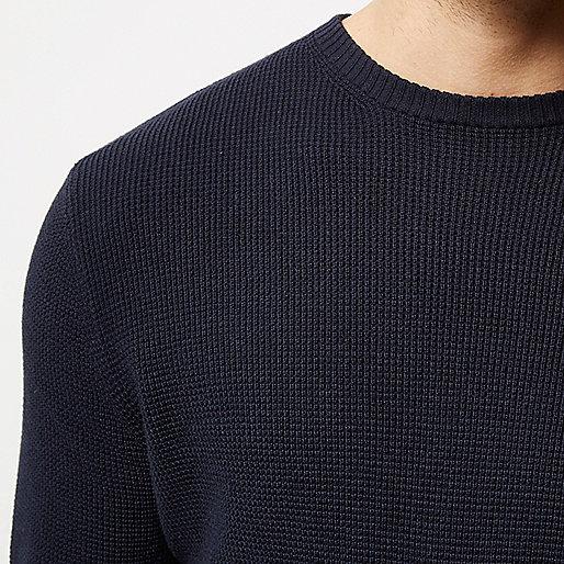 Marineblauer strukturierter Pullover