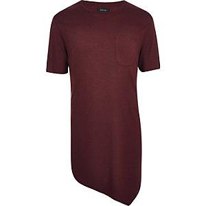 T-shirt rouge foncé asymétrique coupe longue avec drapé