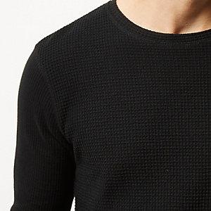 Schwarzer Pullover mit Waffelstruktur