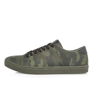 Green camouflage print sneakers