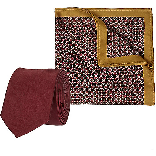 Red circle print pocket square and tie set