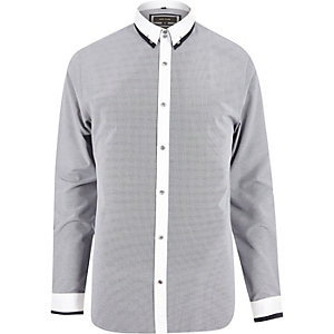 Elegantes, kontrastreiches Slim Fit Hemd