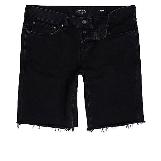 Short en jean slim noir à bords effilochés