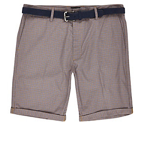 Red dogtooth print belted shorts