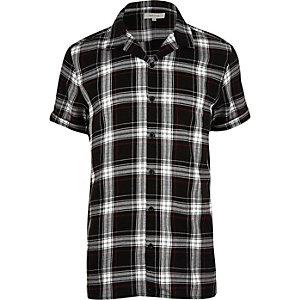 Chemise à carreaux noire grunge à manches courtes