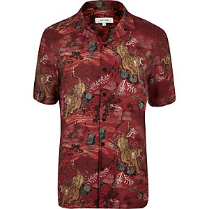 Red tiger print short sleeve shirt