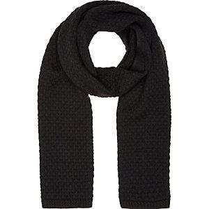 Schwarzer Schal mit Wabenmuster