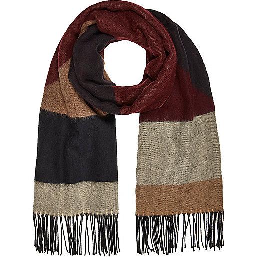 Brauner Schal mit geometrischem Muster