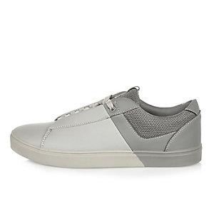 Weiß-graue Sneaker mit Schnürung