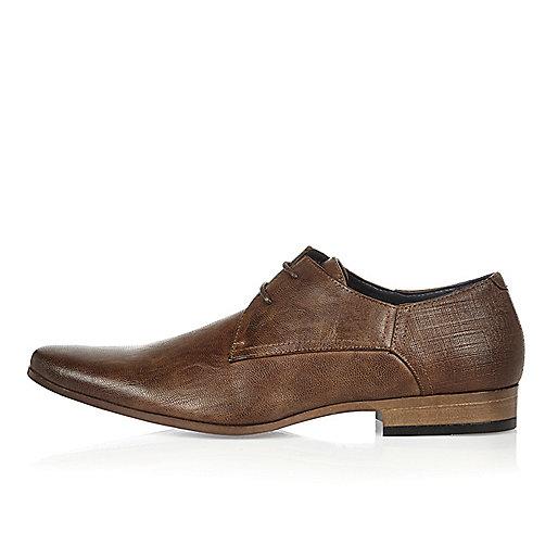 Dunkelbraune, elegante Schuhe mit Prägung