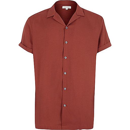 Red revere collar short sleeve shirt