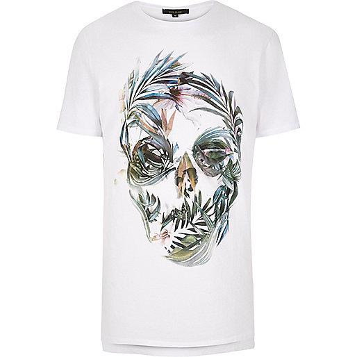 T-shirt blanc coupe longue avec imprimé tête de mort fleurie