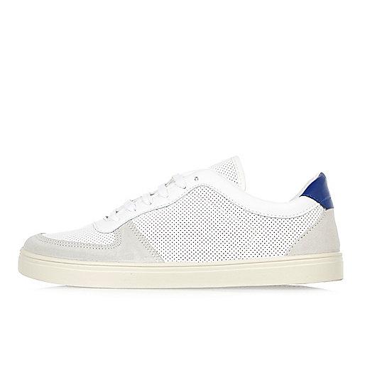 Perforierte Sneaker in Weiß und Blau
