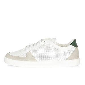 Baskets perforées blanches et vertes