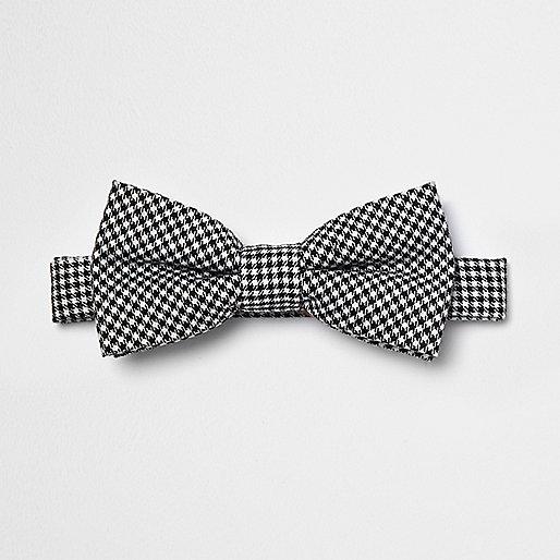 Black puppytooth print bow tie