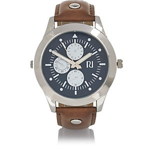 Hellbraune, nietenverzierte Armbanduhr