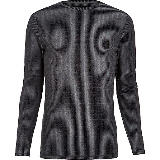 Graues, langärmliges T-Shirt
