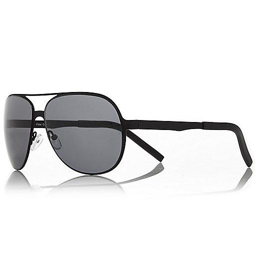 Black rubber pilot sunglasses