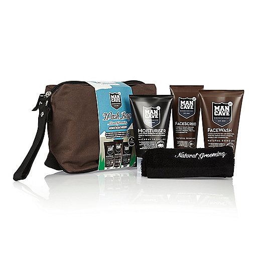 Brown Mancave wash bag gift set
