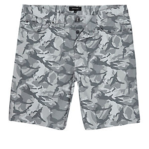 Grey camouflage print frayed shorts