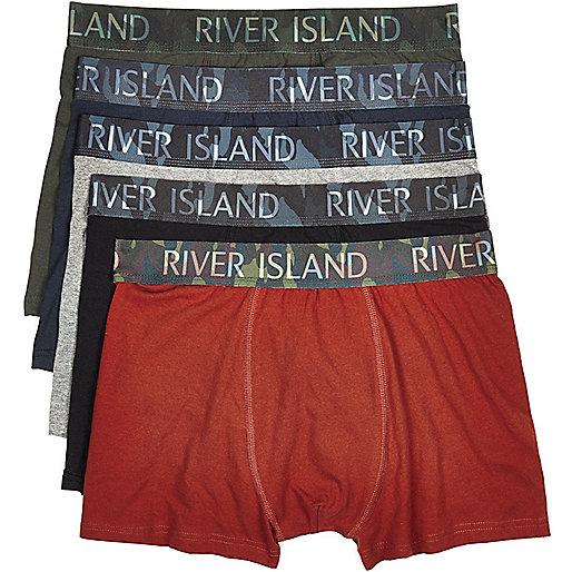 Lot de boxers taille basse dont un imprimé camouflage rouge foncé