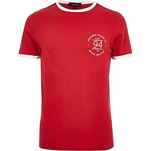 T-shirt rouge ajusté à liserés