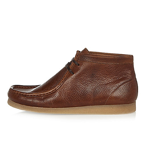 Brown tumbled leather wallabee boots