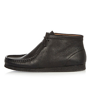 Black tumbled leather wallabee boots