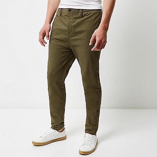 Pantalon chino fuselé kaki