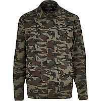 Grüne Jacke mit Camouflage-Muster