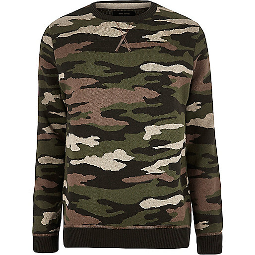 Dunkelgrüner Military-Pullover mit Camouflage-Muster