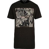 Langes, schwarzes T-Shirt mit Blättermuster