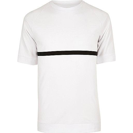 Weißes T-Shirt mit schwarzen Streifen