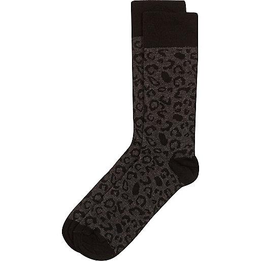 Schwarze Socken mit Leopardenmuster
