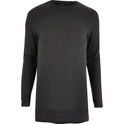 Langes, schwarzes T-Shirt mit langen Ärmeln