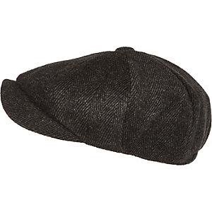 Schwarze Mütze mit Fischgrätmuster