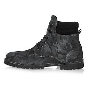 Graue Stiefel aus Nubukleder mit Camouflage-Muster