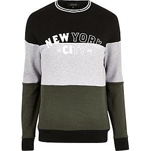 "Dunkler Pullover mit ""New York""-Muster"