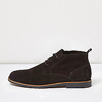 Black relaxed suede desert boots
