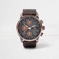 Dunkelbraune Armbanduhr