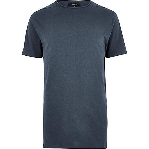 Langes, blaues T-Shirt mit Rundhalsausschnitt